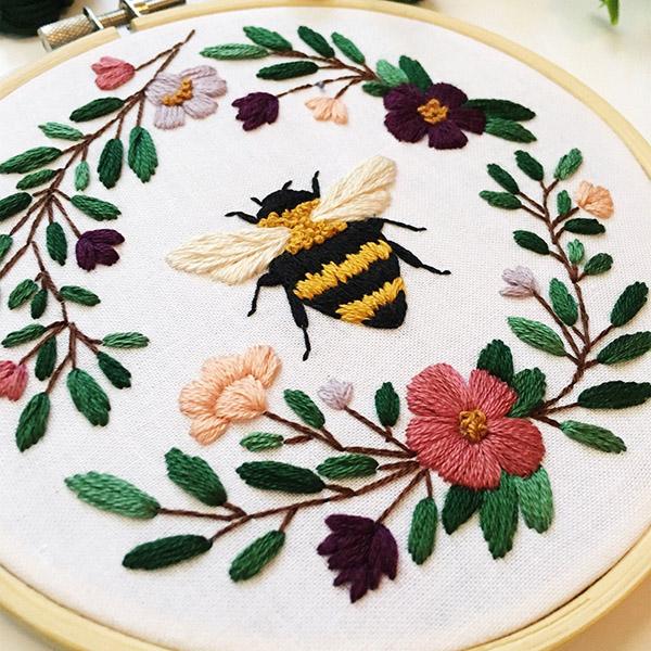 bee pattern by MaggieJosStudio