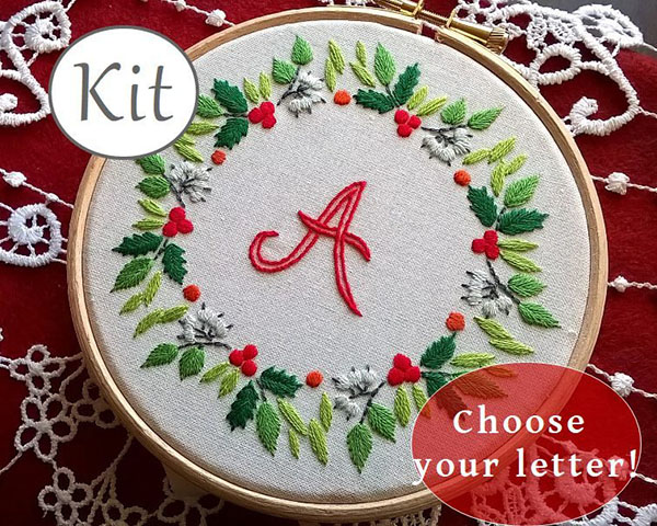 Fileusedetoiles Christmas wreath embroidery pattern