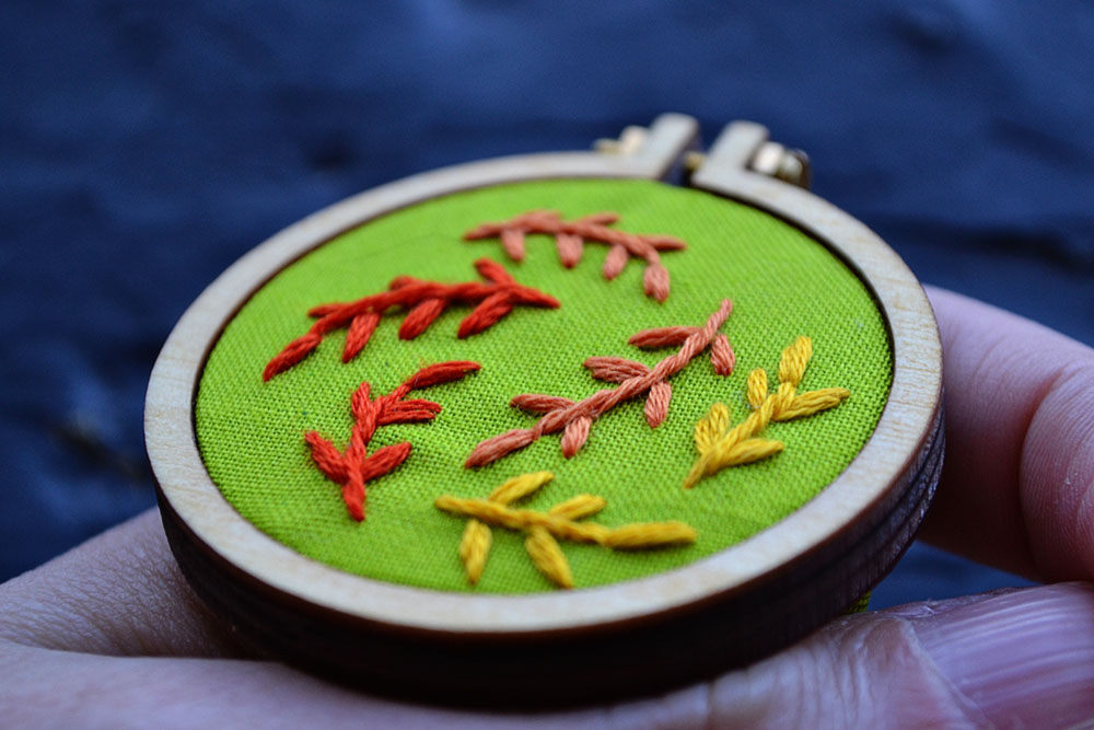 fall leaves free embroidery pattern